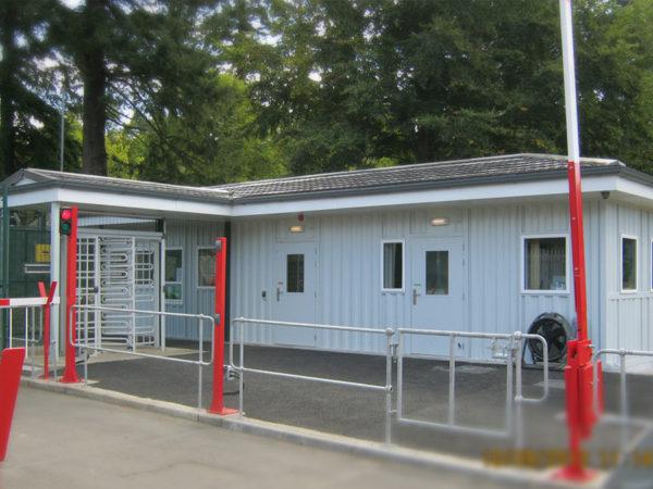 Blast resistant modular gatehouse building